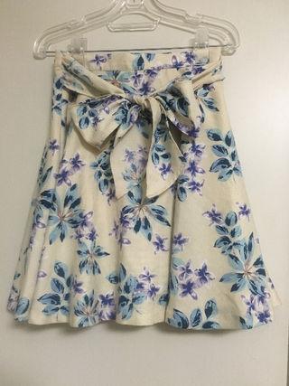 シュープリームララ花柄スカート