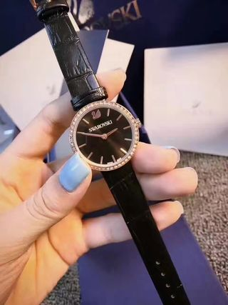 SWAROVSKI 人気クォーツ腕時計 高級品