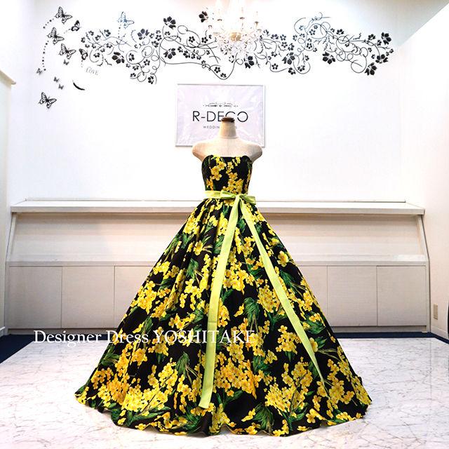 ウエディングドレス(パニエ無料) 黄・緑花柄/黒背景