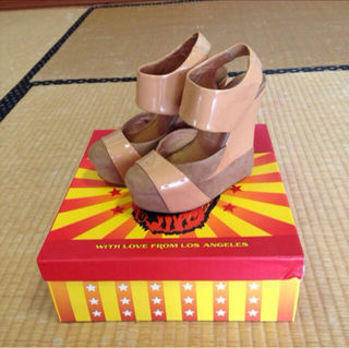 Jeffrey Campbell 異素材パンプス