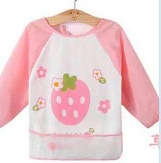 赤ちゃん 食事用エプロン袖付き フルーツ イチゴ