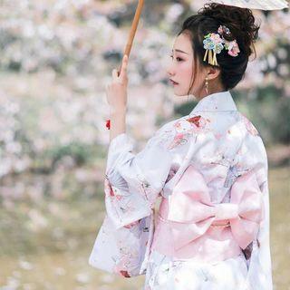 柄の伝統的な着物