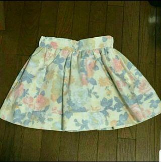 新品ROJITAぼかし花柄ミニスカート