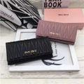 miumiu 可愛い美品 人気長財布 ブラック/ピンク