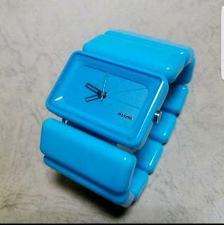 美品NIXON VEGAスカイブルー新品電池動作確認済み