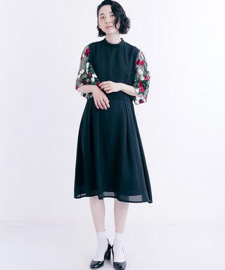 新作 merlot plus 花刺繍レース袖 ワンピース