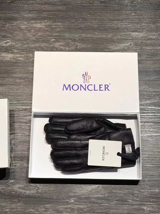 【新品未使用】 モンクレール 黒革 手袋