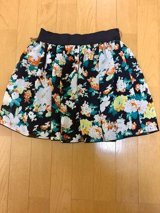 花柄のミニスカート