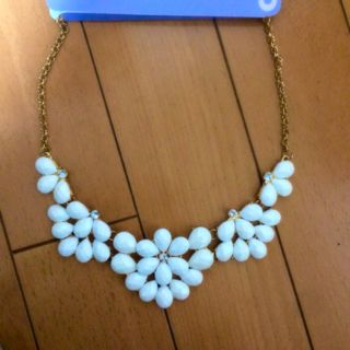 ホワイト ネックレス