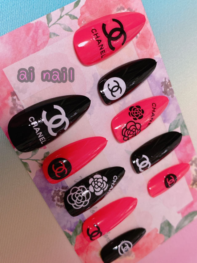 ブランドロゴ ネイルチップ ピンク×ブラック