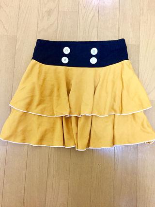 黄色のミニスカート