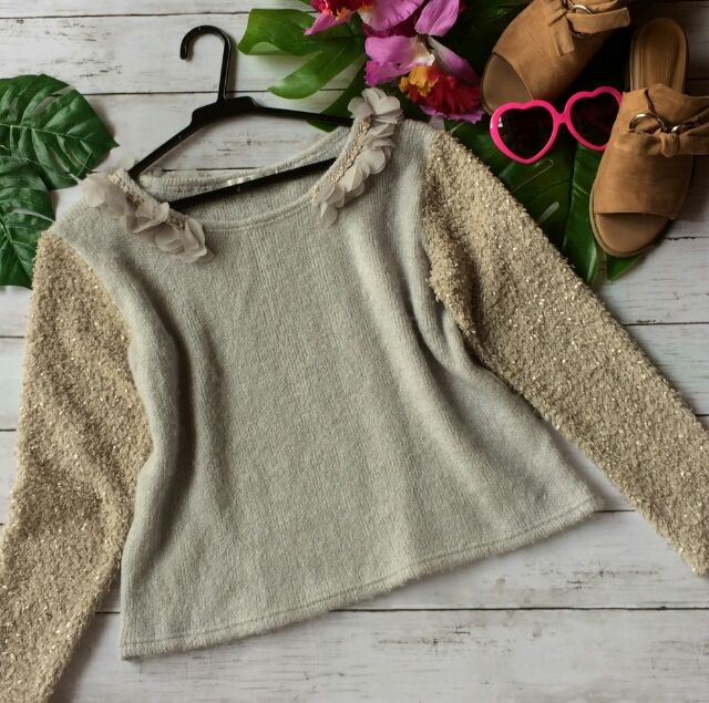 美品!リネッタお花つき袖フェザーニットデザインセーター - フリマアプリ&サイトShoppies[ショッピーズ]