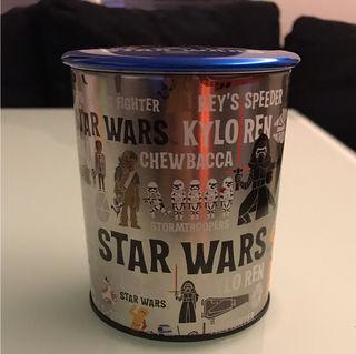 STAR WARSお菓子の缶(蓋が缶バッチに!)