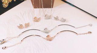 大人気デザイン スワロフスキー  ネックレス