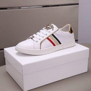 新品登場 Versace靴スニーカー 国内発送