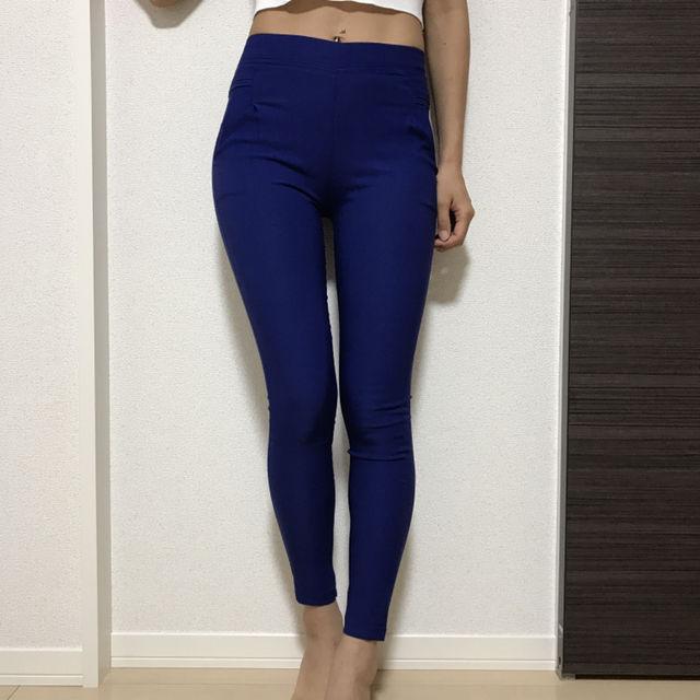 青 パンツ