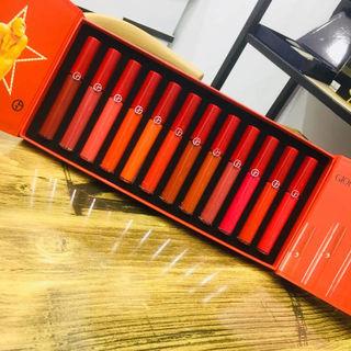 大人気商品のArmani口紅.一箱は12種の色