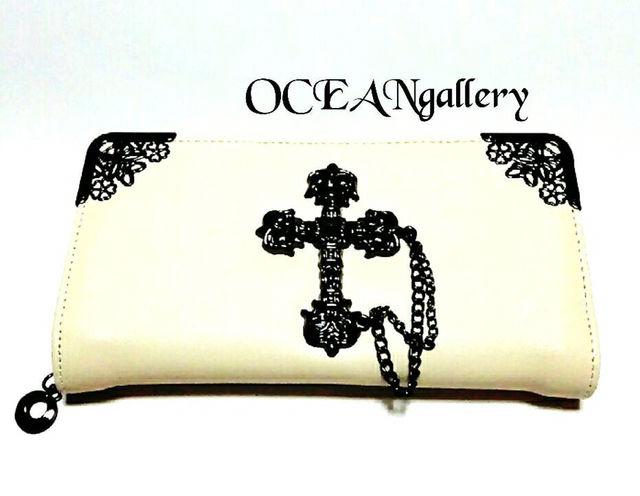 ホワイト白シルバービッグメタルクロス十字架チェーン長財布
