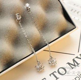 古典的な気質新しい ダイヤモンドボールな輝きを ロングピアス