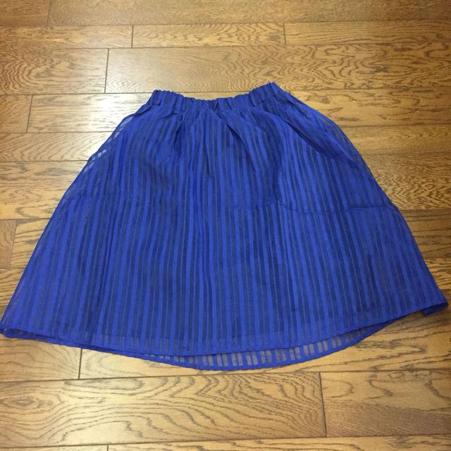 ロイヤルブルーのスカート