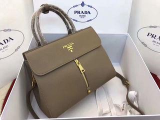 新品プラダPRADA人気ハンドバッグ正規品国内発送