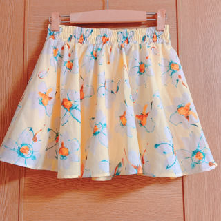 アラマンダ 黄色の花柄ミニスカート