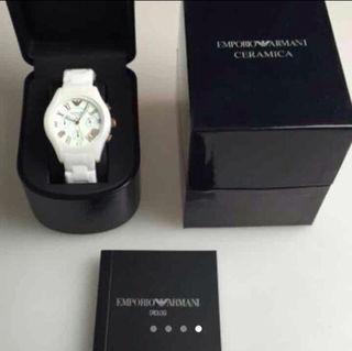 美品!アルマーニ 腕時計 ホワイト