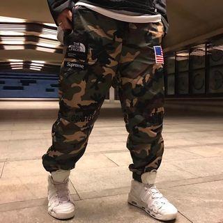 Sup×ノースフェイス人気爆騰 ファッションのパンツ