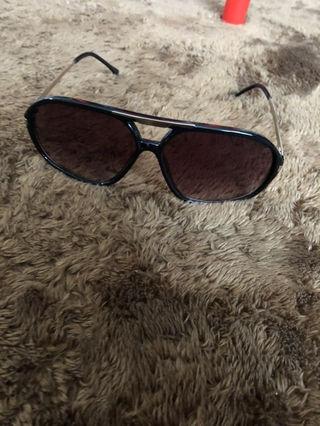 ムルーアのサングラス