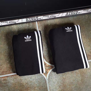 adidas ジョガーパンツ 薄手