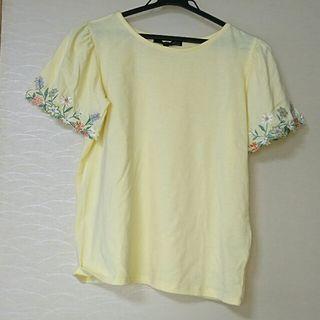 グリーンパークス お花の刺繍がかわいい黄色のトップス