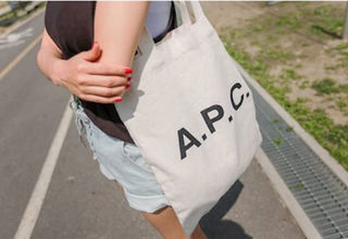 SNSで人気 A.P.C. トートバッグ  apc 送料無料