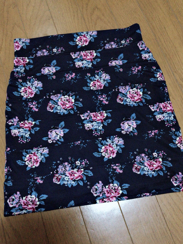 花柄スカート&薔薇柄ドレス