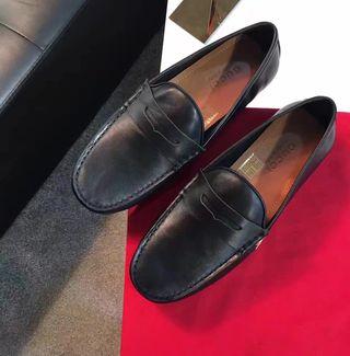 新入荷 人気 カップル Gucci 革靴 国内発送