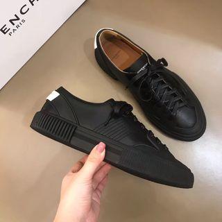 ジバンシィ紳士スニーカー メンズ靴シューズ