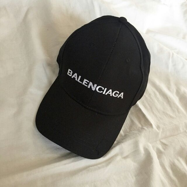 BALENCIAGA ロゴキャップ