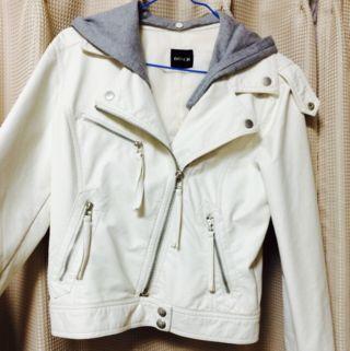 白レザージャケット