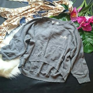 美品!ミルクフェド英語ロゴ刺繍薄手ニットセーター
