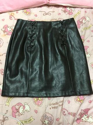 スピンドル編み上げレザータイトスカート