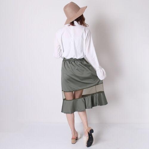 周りの視線を一気にさらうシースルー スカート