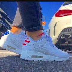 adidas、Nike